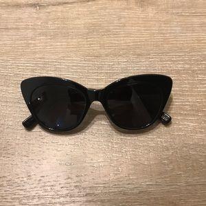 Elizabeth and James Vale Sunglasses (black)